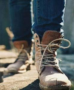 A. รองเท้าเซฟตี้
